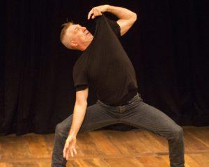 Dance-Pose-Dad_verticale_web_min